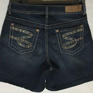 Seven7 NWOT Women Denim Shorts Size 8